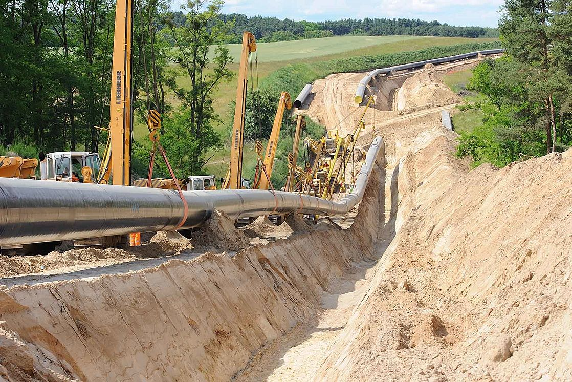 High-pressure gas pipelines shall be buried in the ground at a minimum depth of 1m.